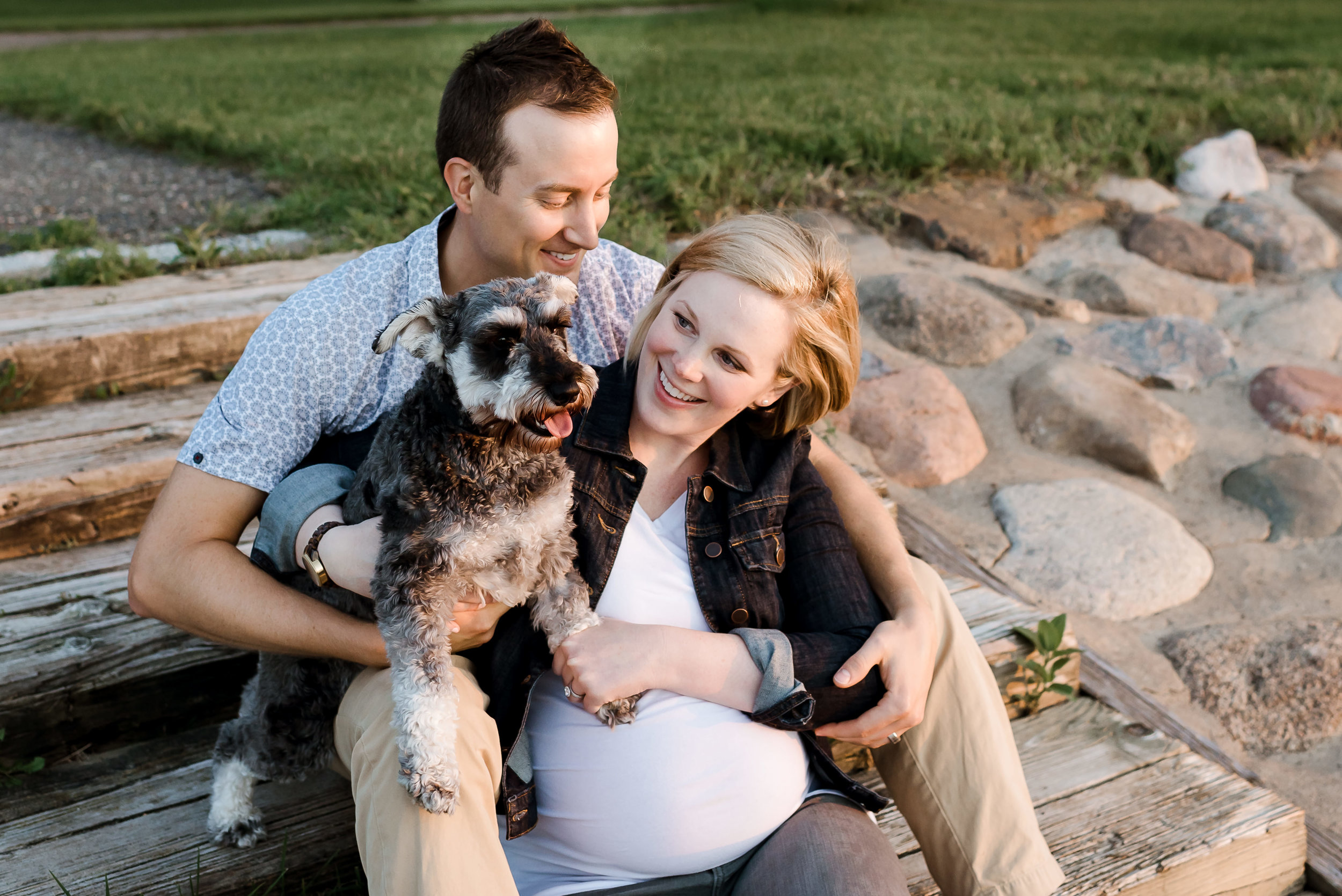MN Maternity Session on beach with a dog - Laura Robinson Photography