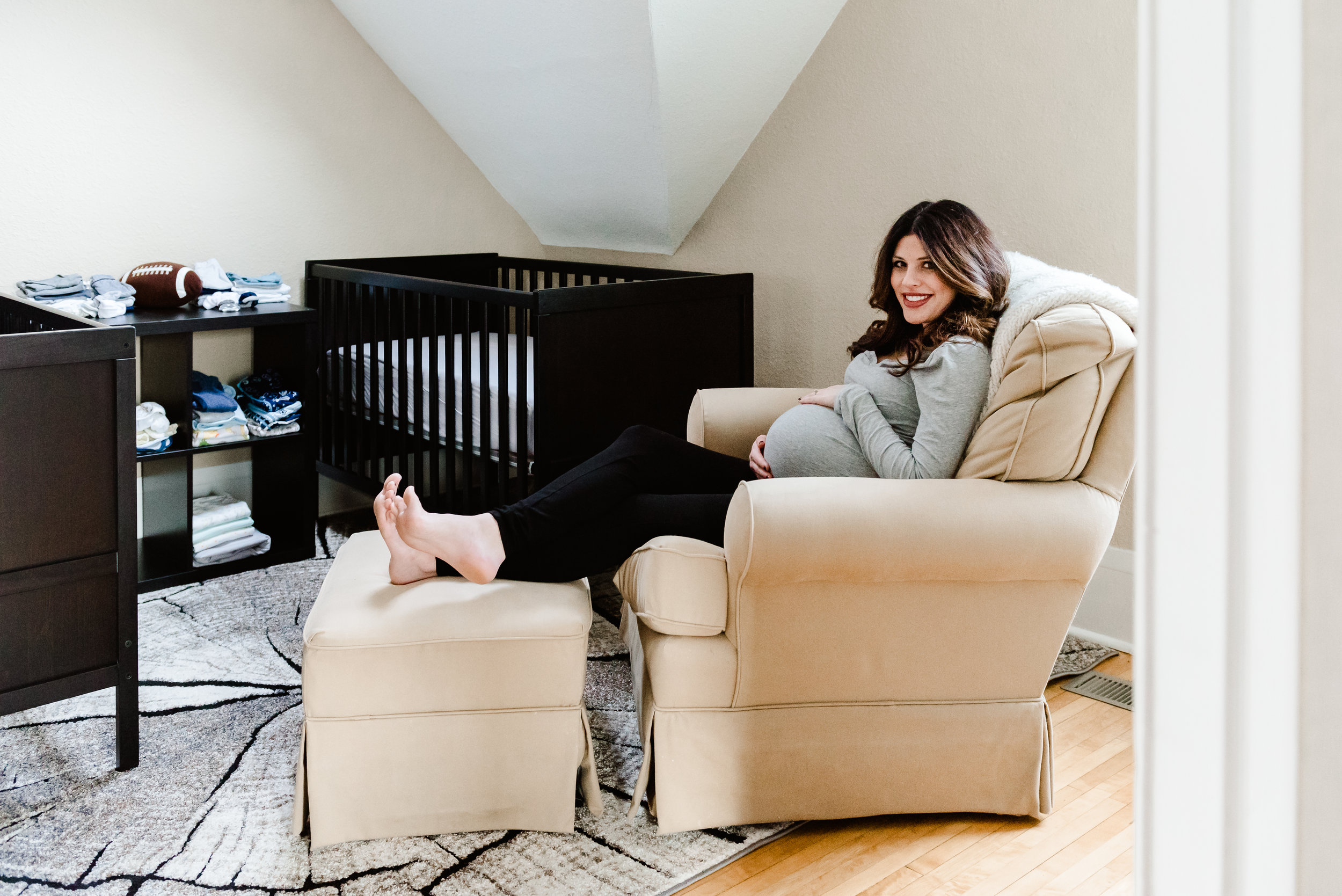 Gina - In Home Maternity Session-14.jpg
