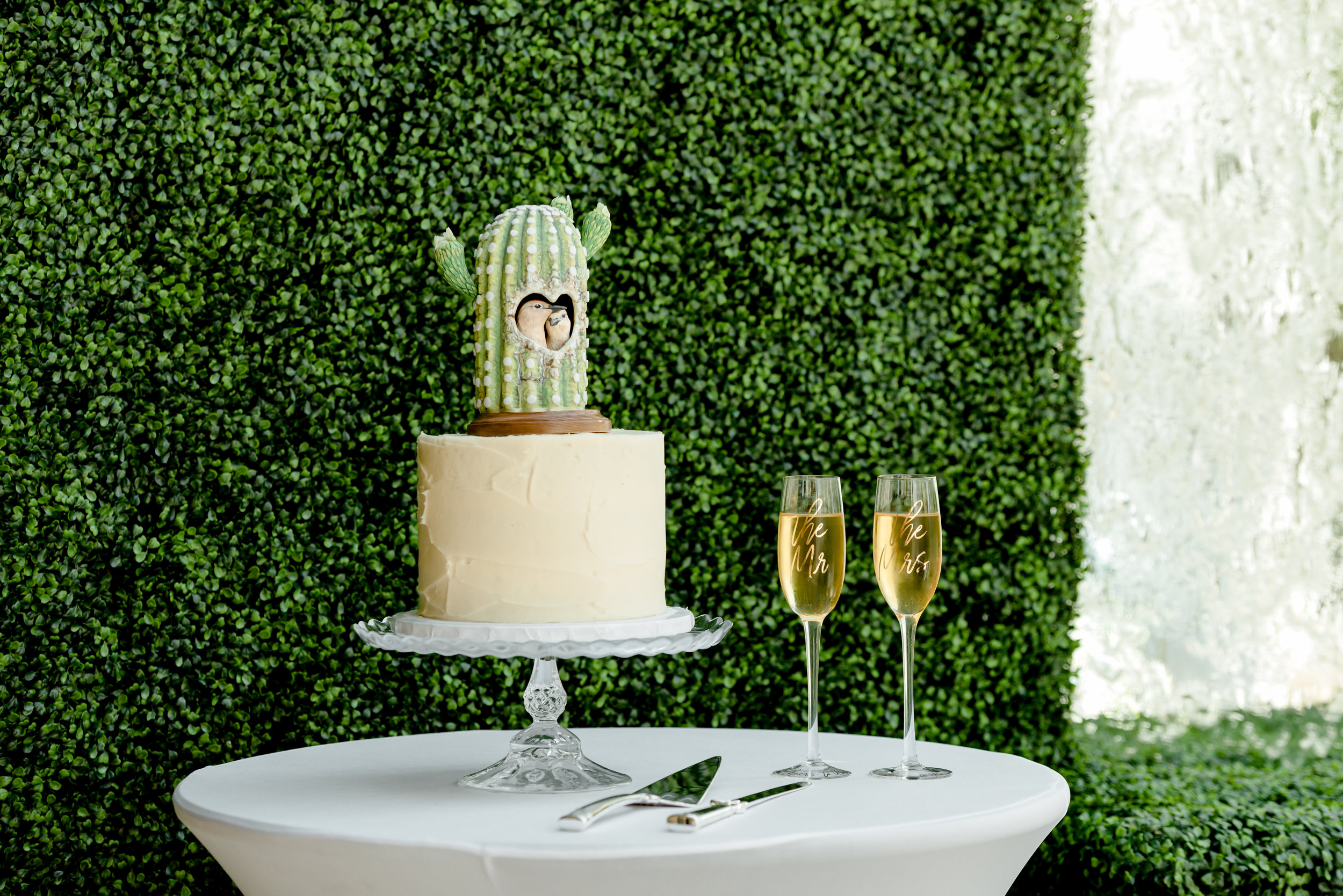 5120 Restaurant and Onyx Bar Wedding Reception - Wedding Cake and Champagne - Brunch Wedding Reception - St. Paul Wedding and Elopement Photographer