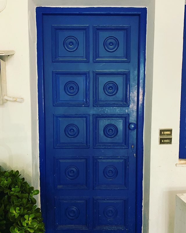 Door #352 . . . .  #doors #naoussa #doorsofnaoussa #naoussaatnight