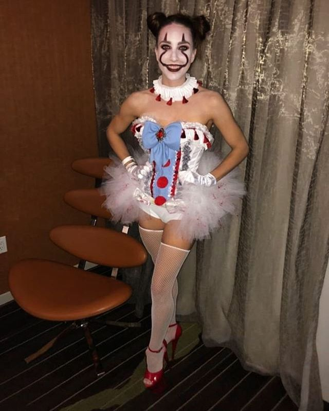 @cj_mc_grath killed it in her Pennywise costume 🎈🎈🎈🎈
