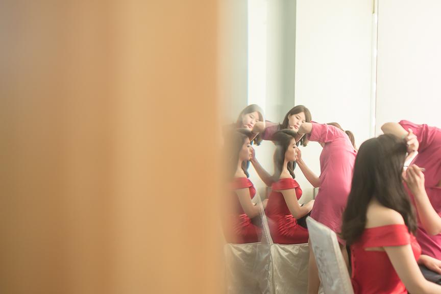 bride getting ready2.jpg