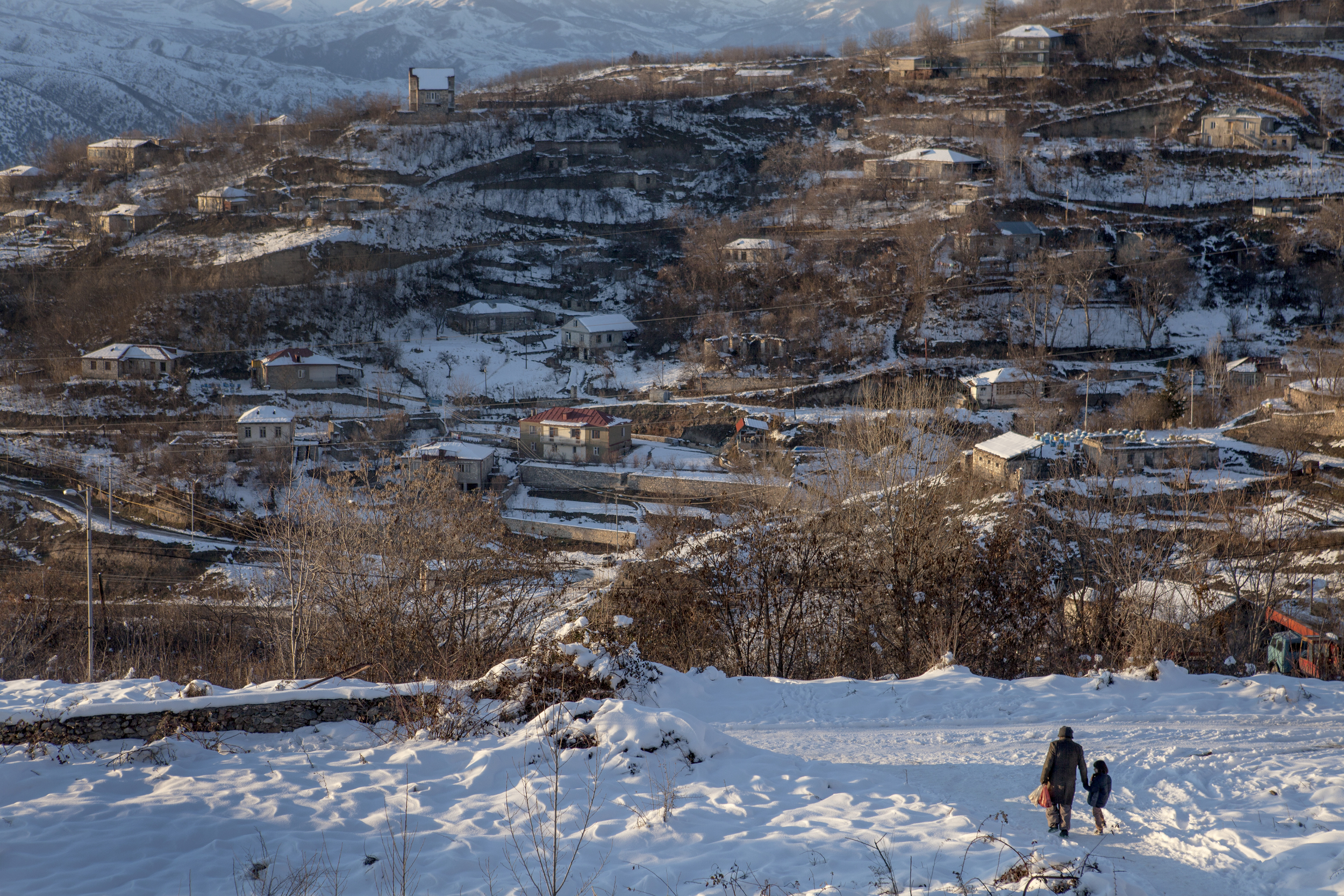 The majority try to find a way to Europe or the US, with a few who see moving to Armenia and neighboring Nagorno-Karabakh as an opportunity to settle in their homeland.Syria's three year civil war has resulted in more than 2.5 million refugees.