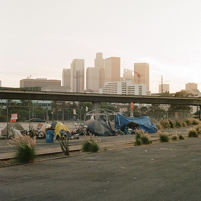 Lost Angeles 🌆 #skyline #la #dtla #incomeinequality #streetphotography