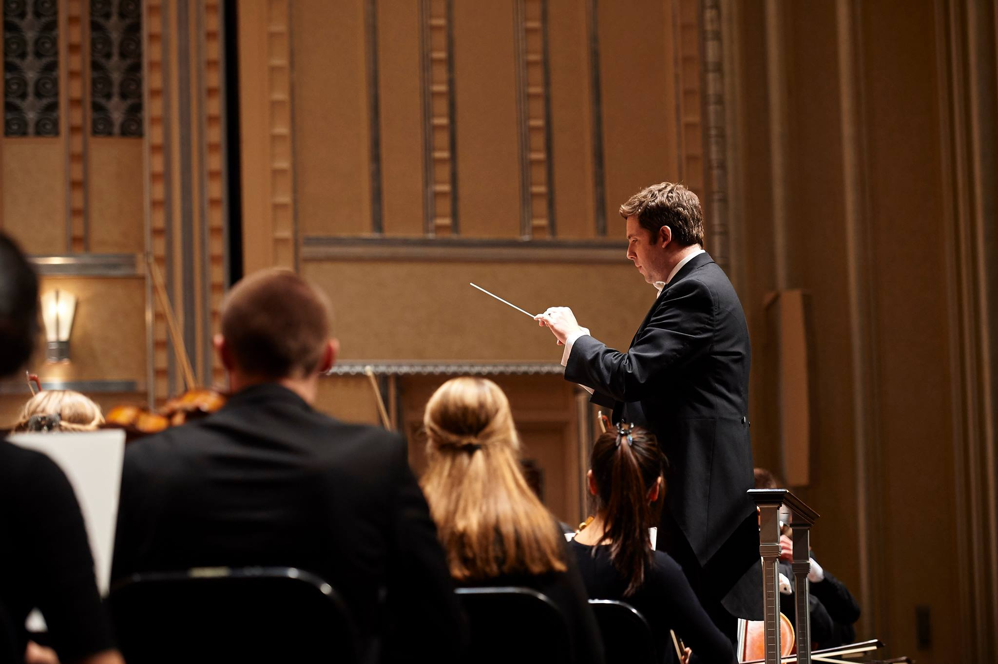 Brett Mitchell leads the Cleveland Orchestra Youth Orchestra in performance at Severance Hall. (Photo by Roger Mastroianni)
