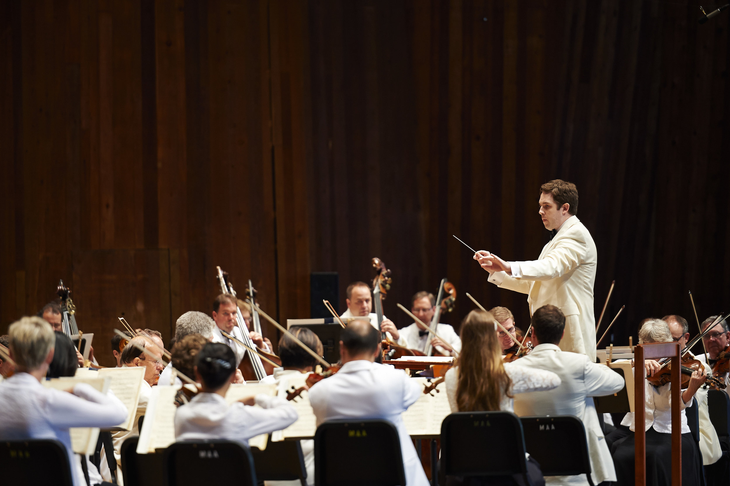 Brett Mitchell (pictured here with The Cleveland Orchestra) will make his debut with the Grant Park Orchestra with works of Kenji Bunch, Saint-Saëns, and Copland on Wednesday, July 19. (Photo by Roger Mastroianni)