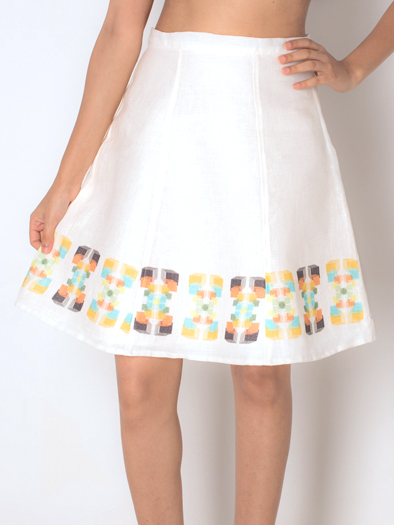 PANELLED SKIRT   This crisp linen skirt in the 'Tribal Motif' print along the hemline can be paired with a solid top or even a contrast print if you're feeling adventurous. It is made from 100% Linen.  Code : 0019PS