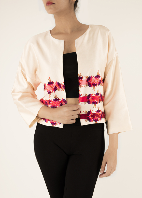 KIMONO SLEEVE JACKET   Looking for something smart to sharpen your look? This jacket provides the perfect balance between fun and formal. Made from 100% Cotton Silk Satin fabric it comes in the 'Pretty in Pink' print. Dry Clean Only.  Code : 0042LSJ