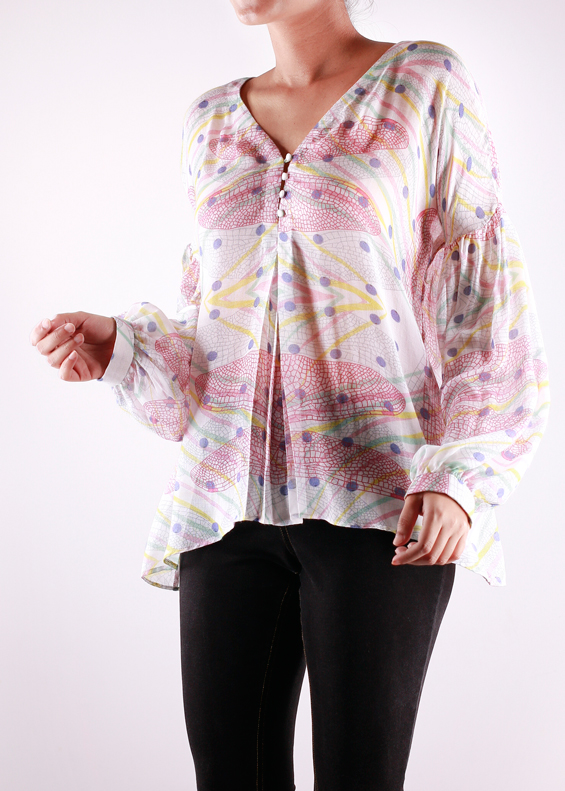 PEASANT BLOUSE   Easy and breezy this blouse in the 'Blueberry Wings' print has a V shape neckline with buttons down the front. The sleeves are gathered to give it an extra feminine look. Made from 100% Modal.  Code : 0042PB