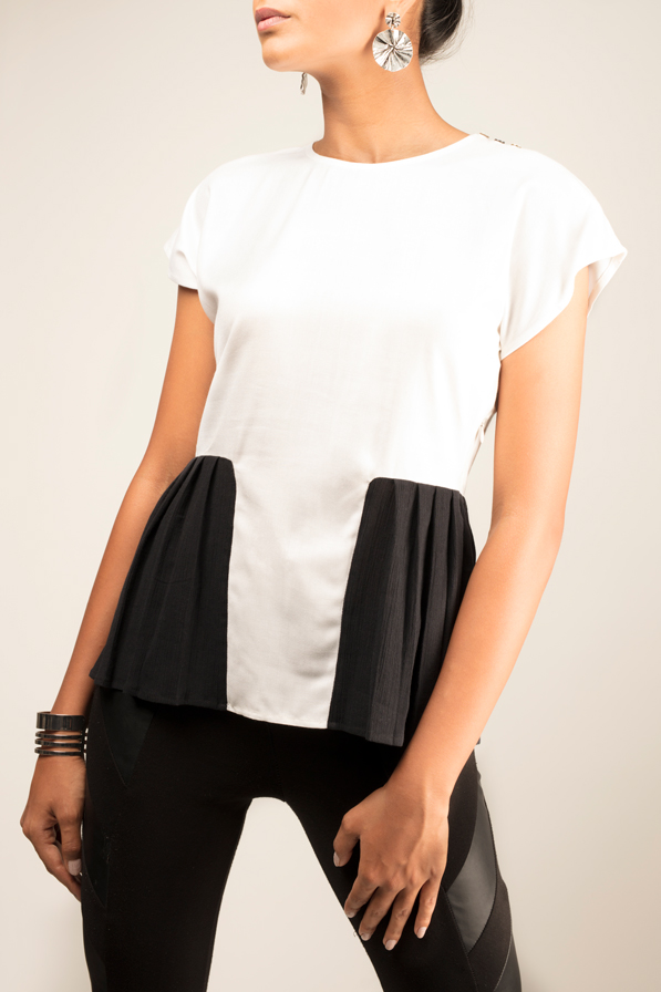 THE CHLOE   A drop shoulder top made from white summer cotton, with knife pleats in black crinkle cotton. The Chloe has three charcoal pearl buttons on the left shoulder, with an invisible zipper at the side for easy wearability. Hand-wash in cool water.   Size :  S, M, L, XL, C  Code :  0057PTB