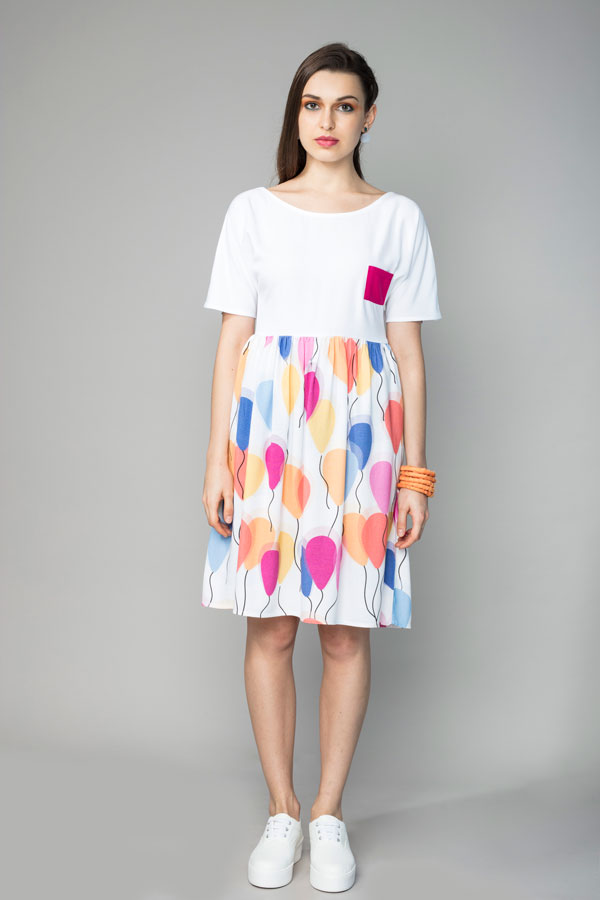 COLOUR BLOCK BALLOON DRESS   A relaxed and comfortable silhouette, this dress has an empire waistline along which the fabric is lightly gathered. The top is white and has a bright pink pocket, while the V shaped back allows you to show off a bit of skin. There is an invisible zipper at the side and it is made from soft modal, with our 'Fly Away Balloon' print. Hand wash in cool water.   Size :  S, M, L, XL, C  Code :  0062PBD