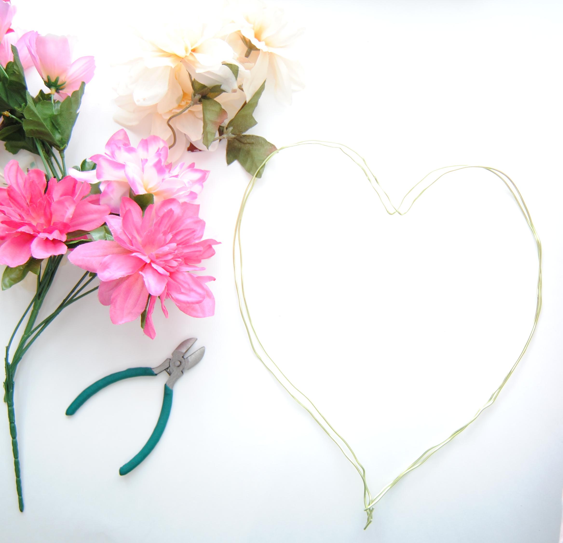 diy-dollar-heart-wreath