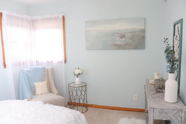This room is by far my favorite because the client gave me full permission to just go with it.  She didn't know what colors she liked but I knew she had a thing for blue because of her wardrobe 😉  As an interior designer you need to use clues to what your client might like 💕  #homestylist #interiordesign #njinteriordesign #nycinteriordesign #blueroom #guestroom