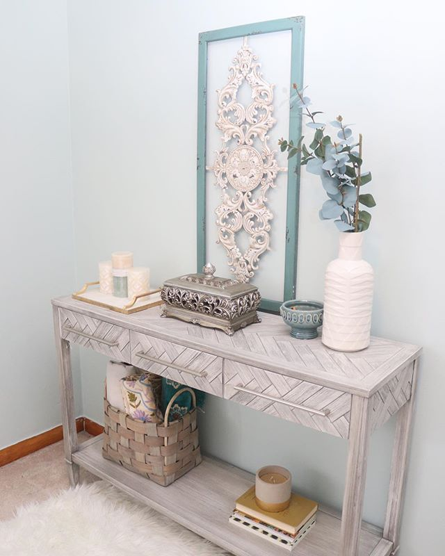 Goodbye ugly purple hello serene blue. I used a console table as some storage space for this small guest room  #homestylist #consoletable #consoletabledecor #homeinspo #homeinterior #bhgstylemaker #farmhouse
