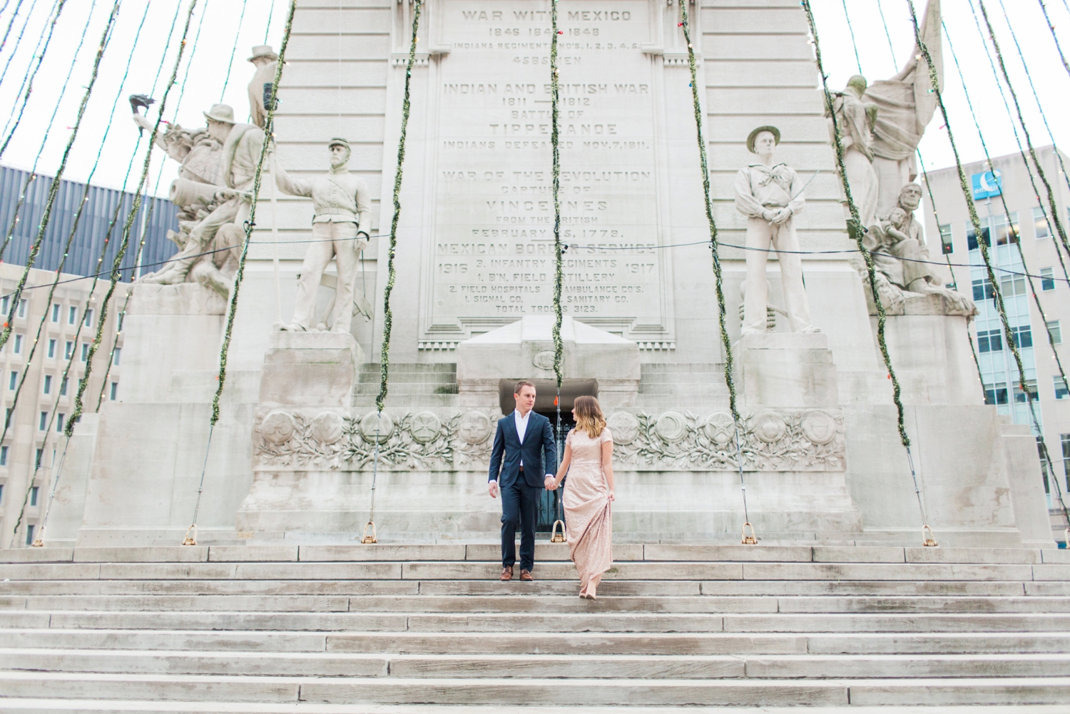 monument-circle-downtown-indianapolis-indiana-engagement-session_9433.jpg