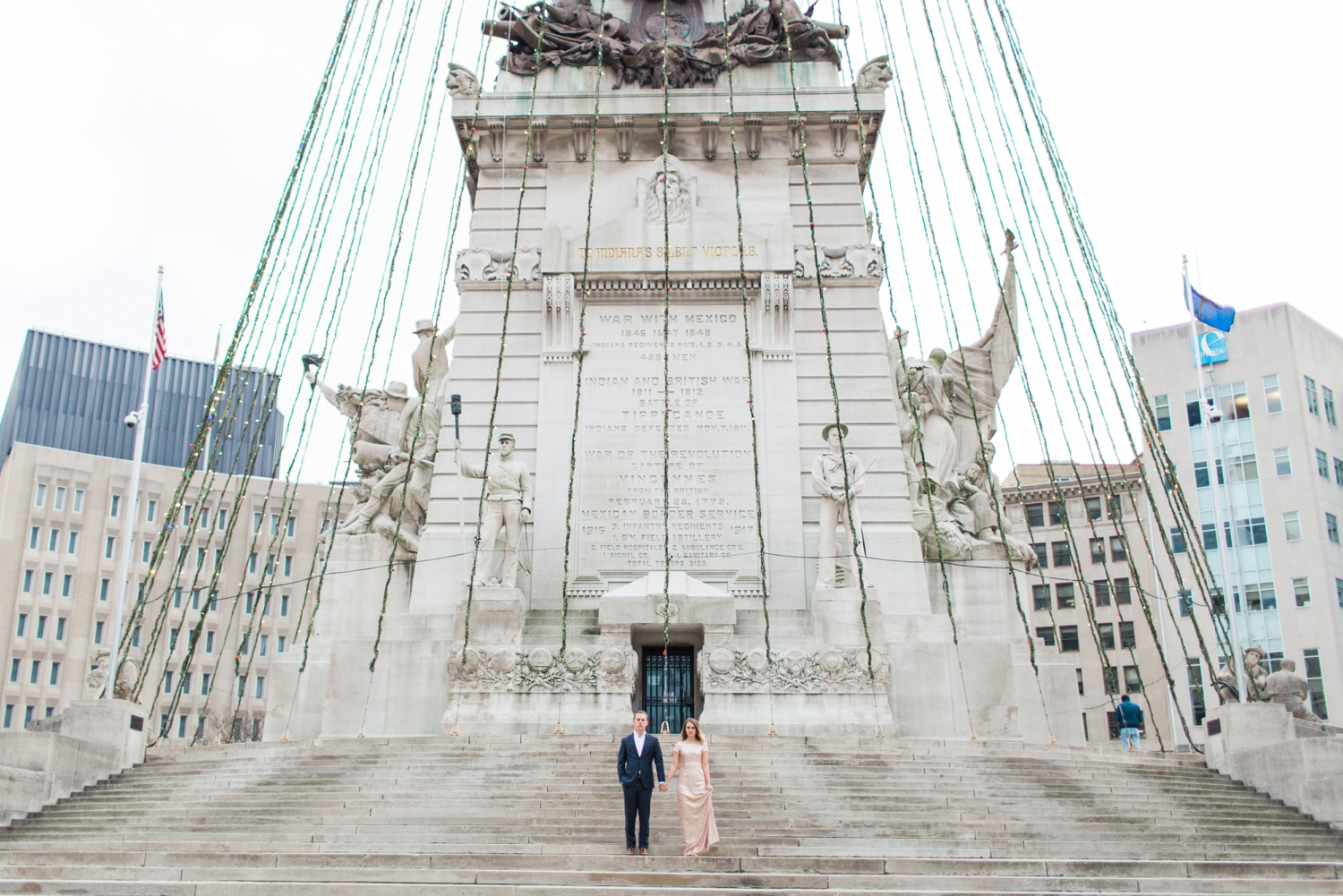 monument-circle-downtown-indianapolis-indiana-engagement-session_9438.jpg
