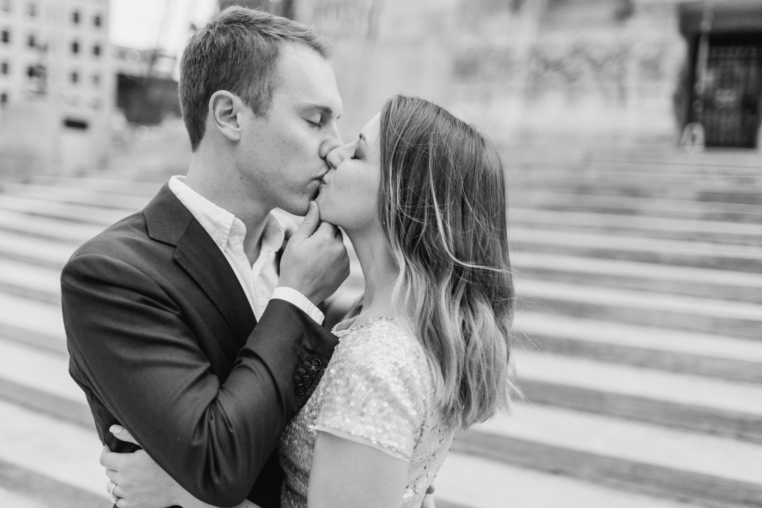 monument-circle-downtown-indianapolis-indiana-engagement-session_9443.jpg