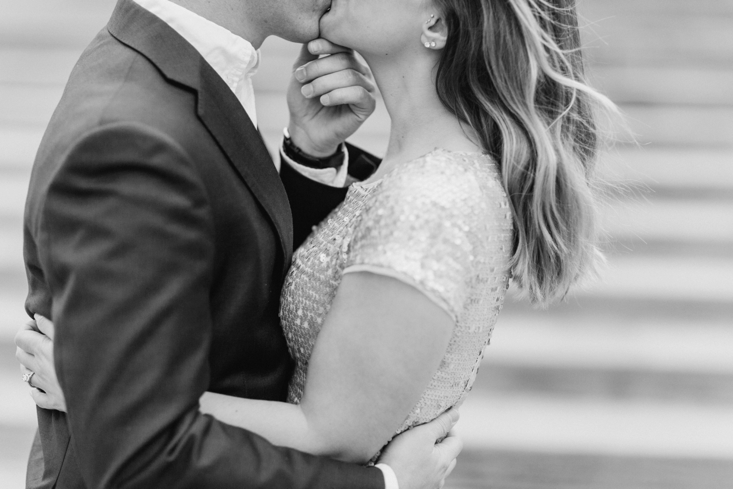 monument-circle-downtown-indianapolis-indiana-engagement-session_9450.jpg