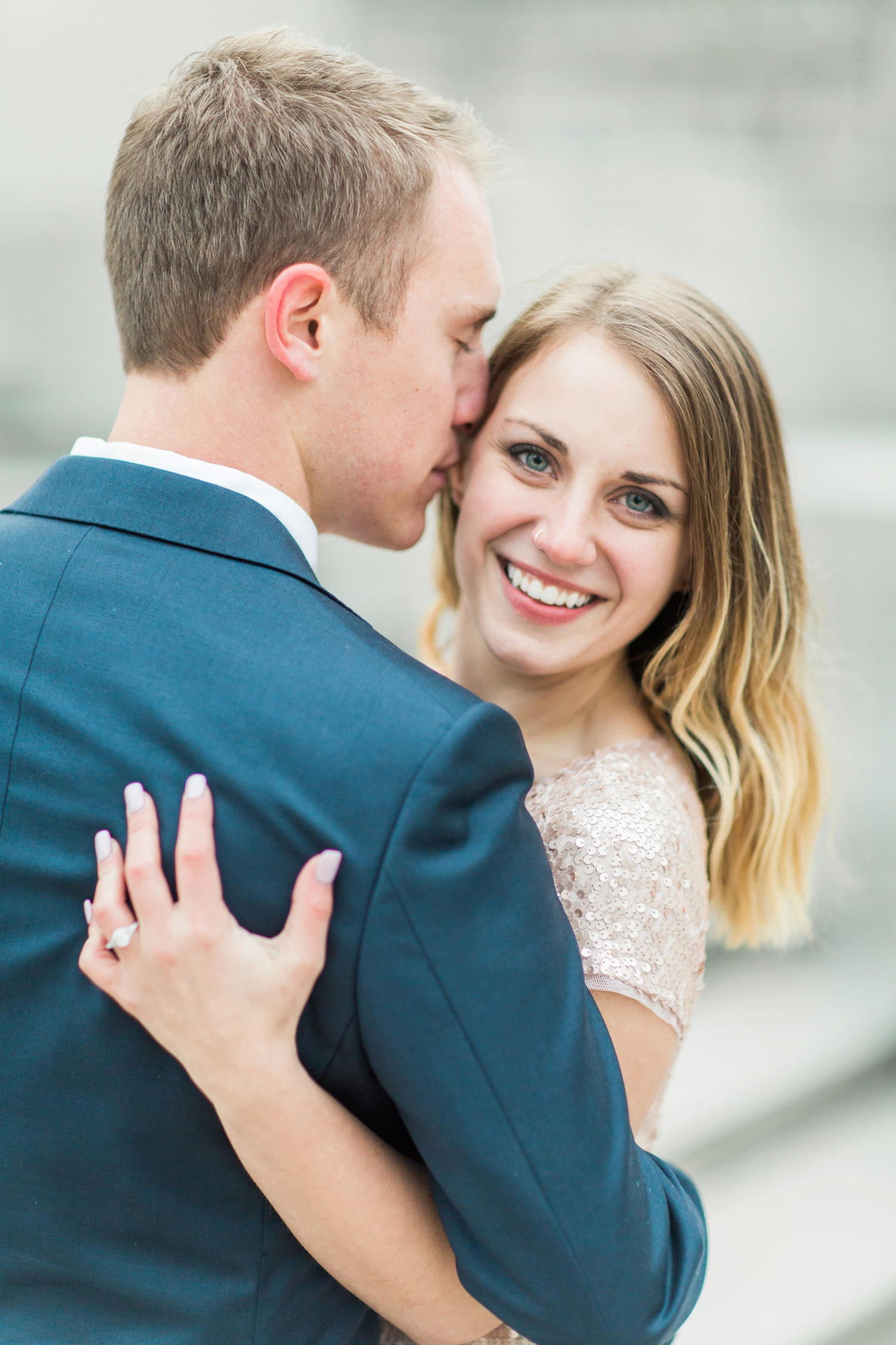 monument-circle-downtown-indianapolis-indiana-engagement-session_9449.jpg