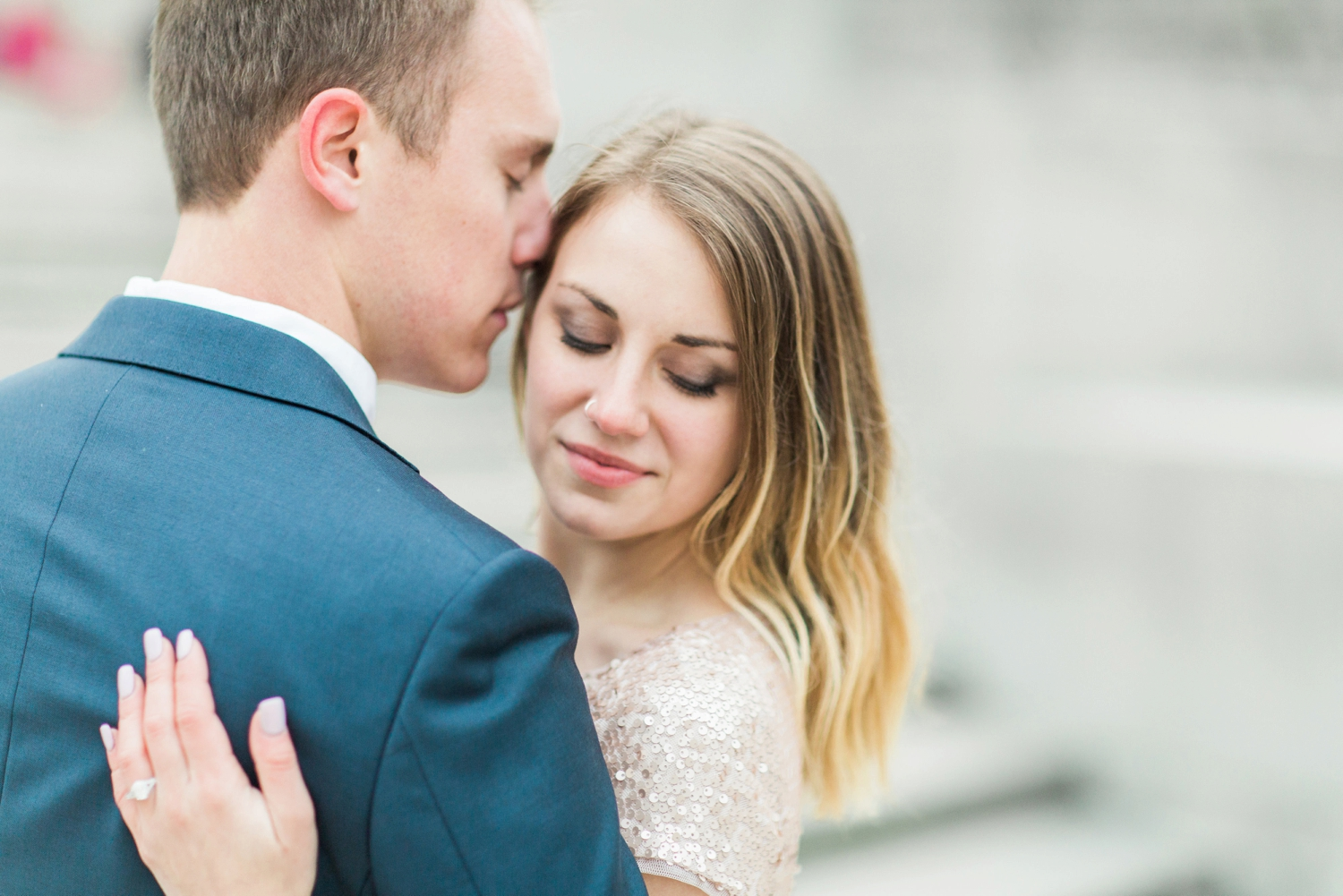 monument-circle-downtown-indianapolis-indiana-engagement-session_9454.jpg