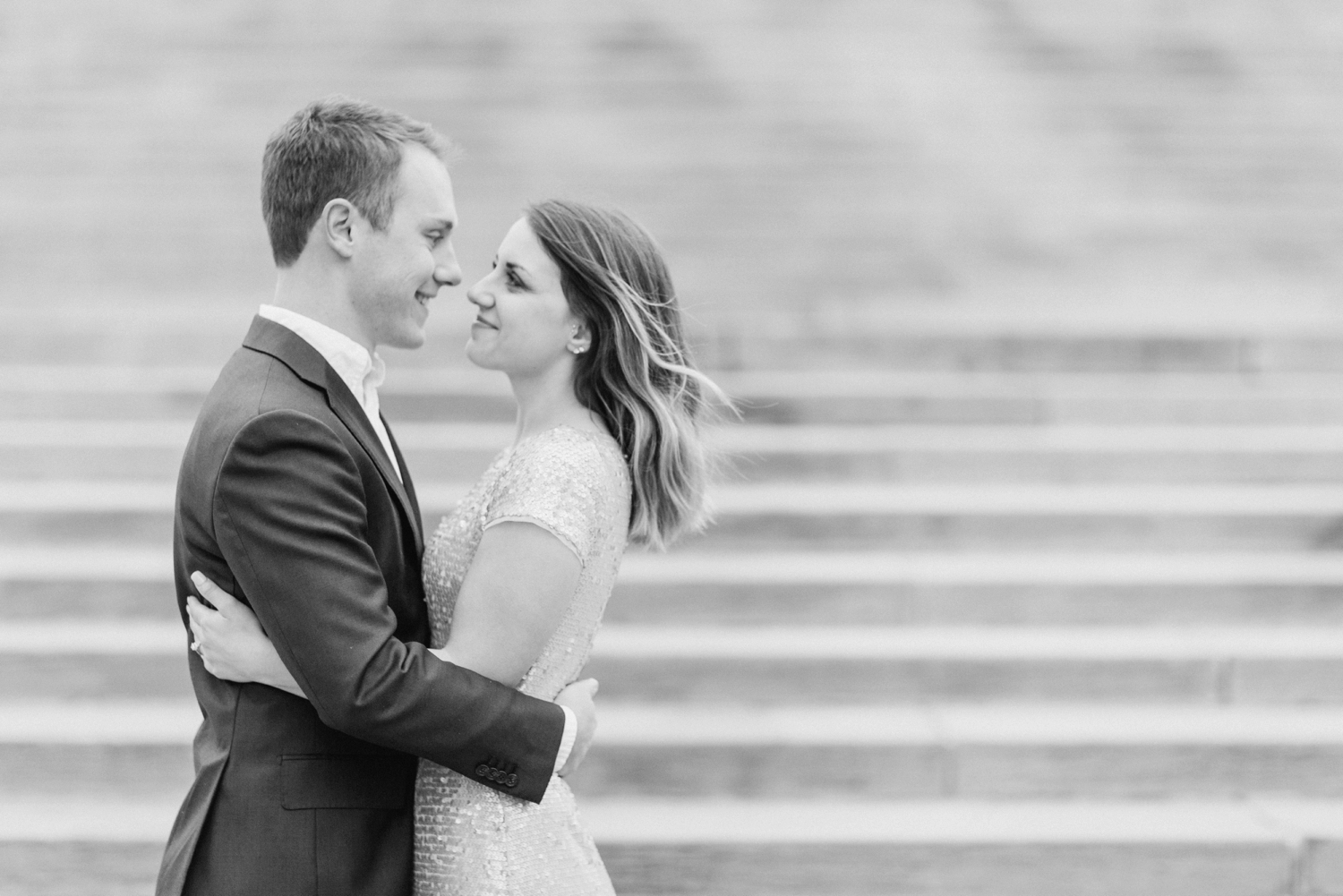 monument-circle-downtown-indianapolis-indiana-engagement-session_9456.jpg