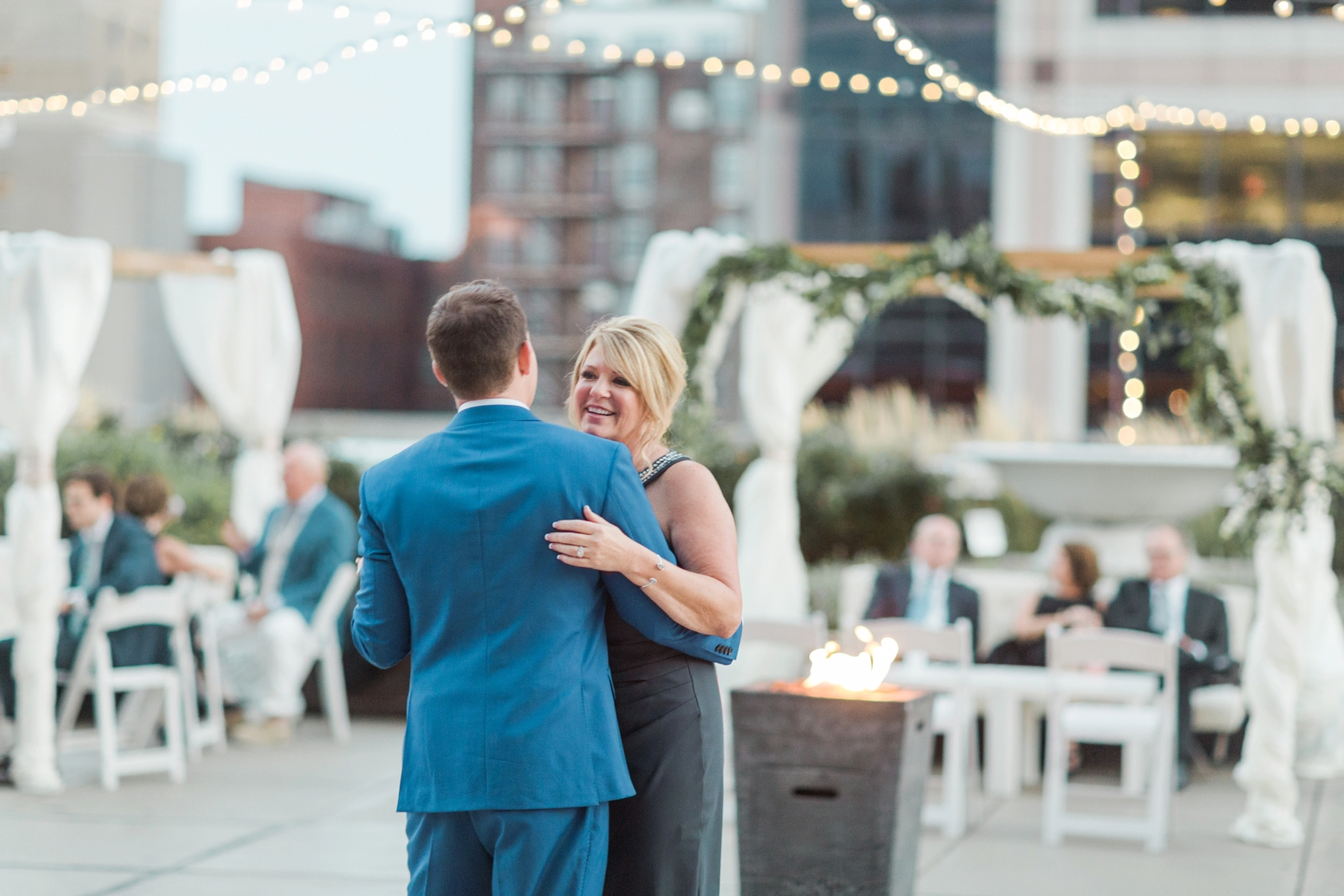 regions-tower-rooftop-wedding-downtown-indianapolis_0862.jpg