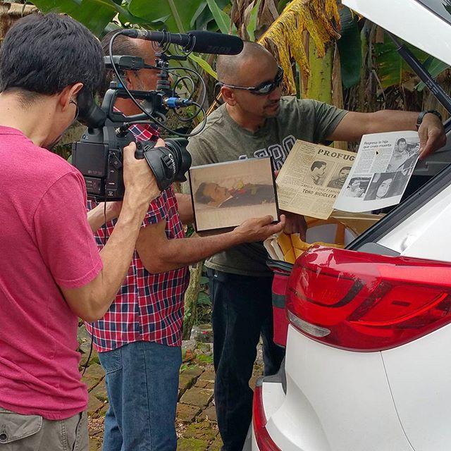 ¡Bienvenido Toñito a la casa de Neftalí! Recibimos un increíble archivo de fotos, recortes de periódico y otros documentos sobre Toño Bicicleta de la colección familiar. Esto es un grán aporte para el documental. #elforajido #tonobicicleta #documental #puertorico