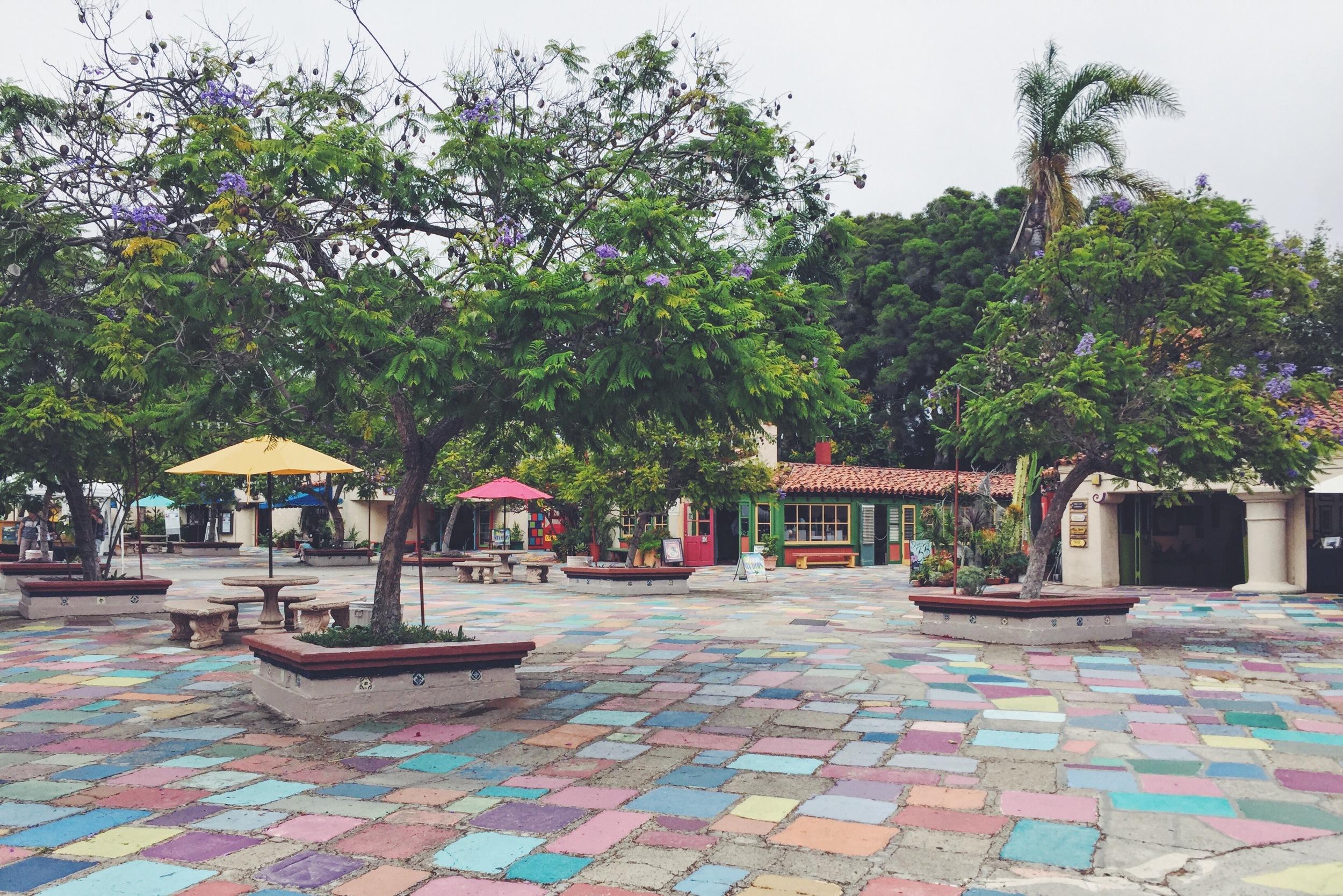 Spanish Village Art Center. Inspirado en un típico pueblo español