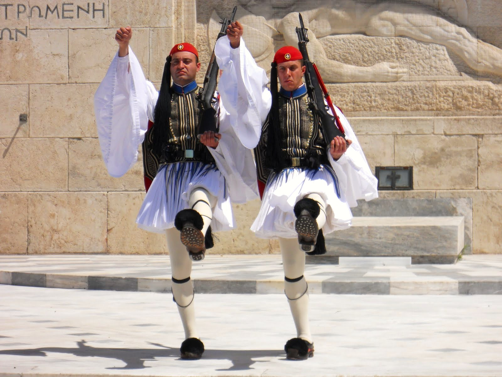 CHANGING OF THE GUARDS CEREMONY IN ATHENS