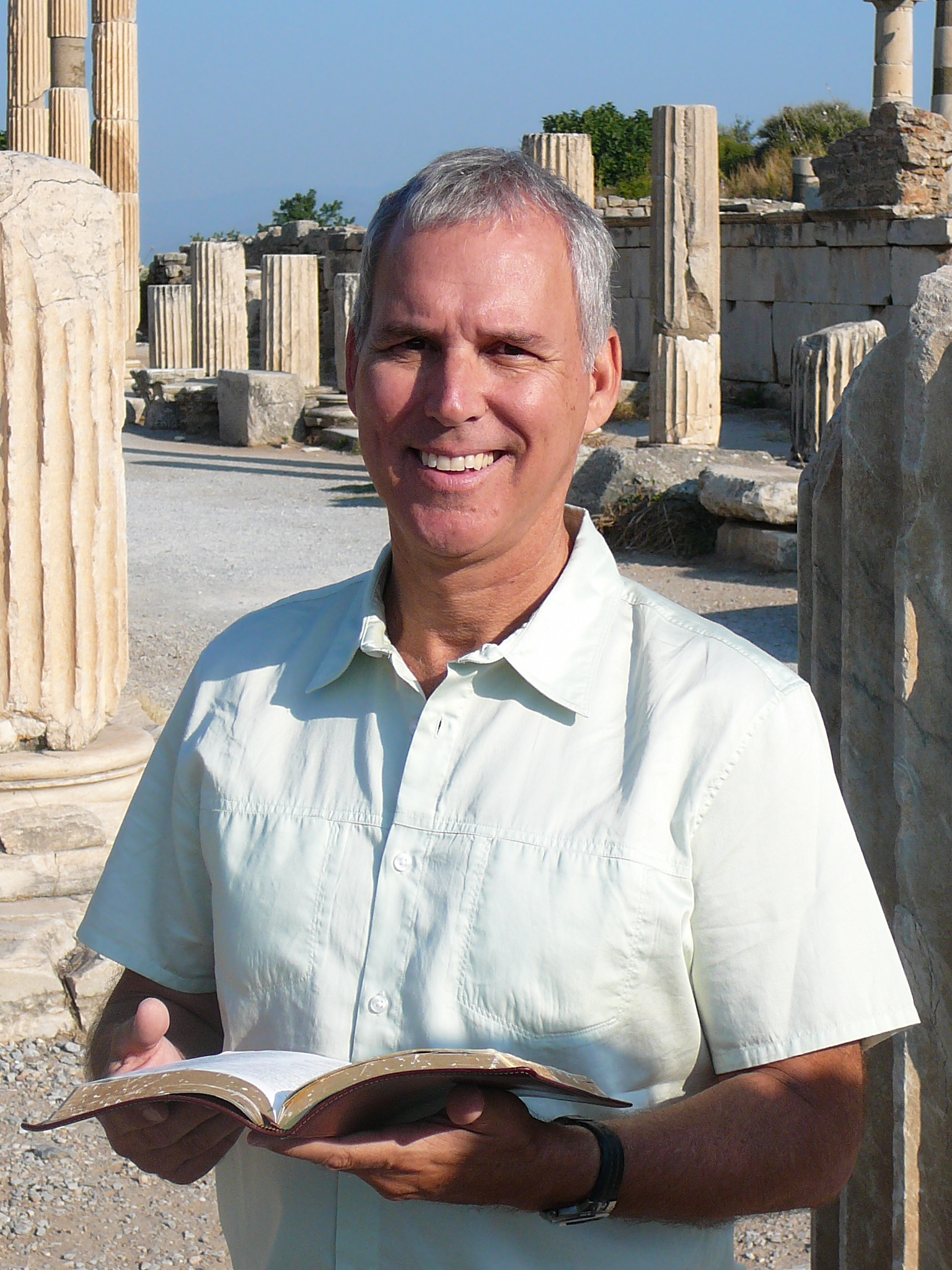 rev. dr. david sparks reads god's word in delphi