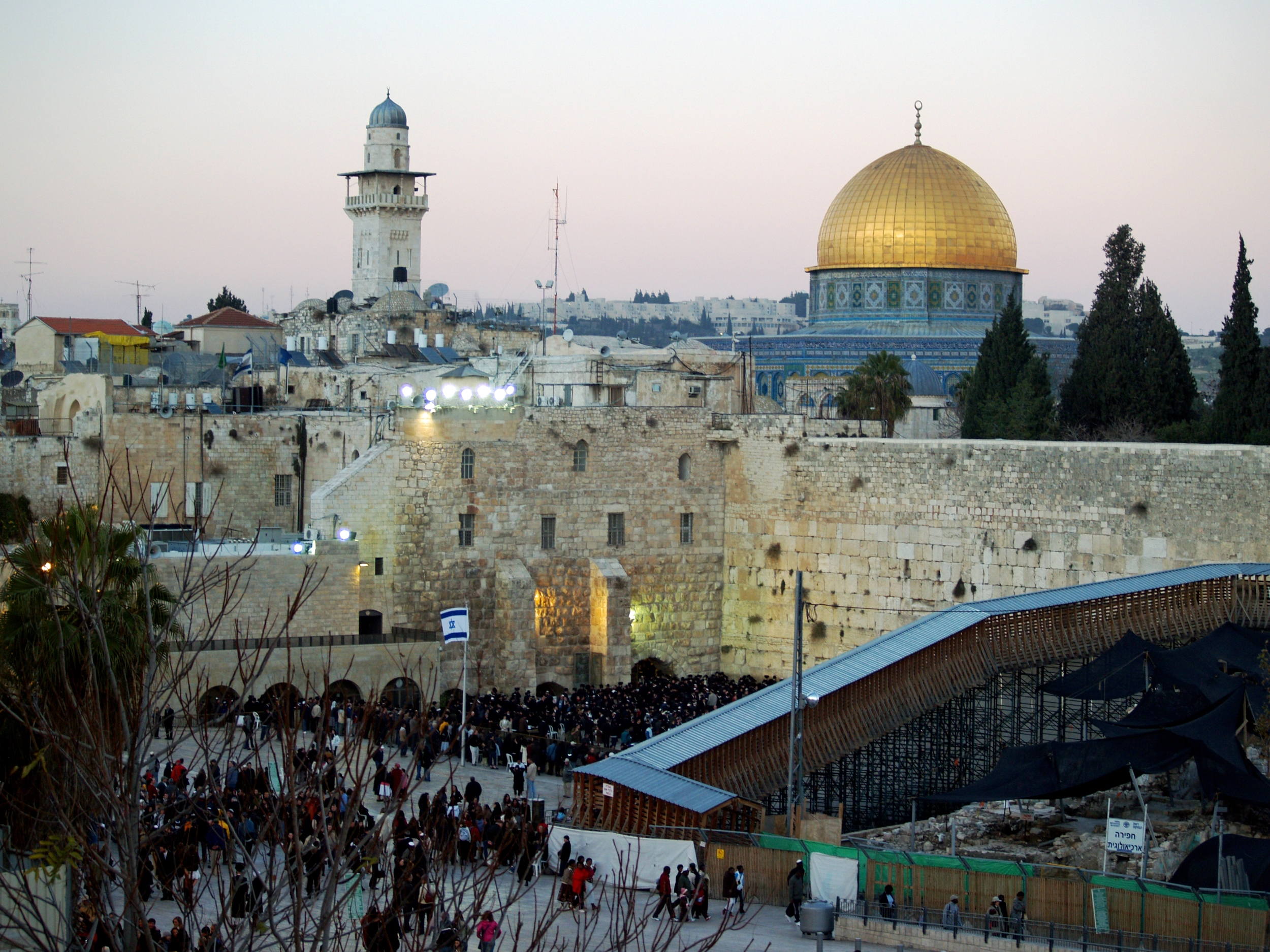 Temple_Mount_Western_Wall_on_Shabbat_by_David_Shankbone.jpg