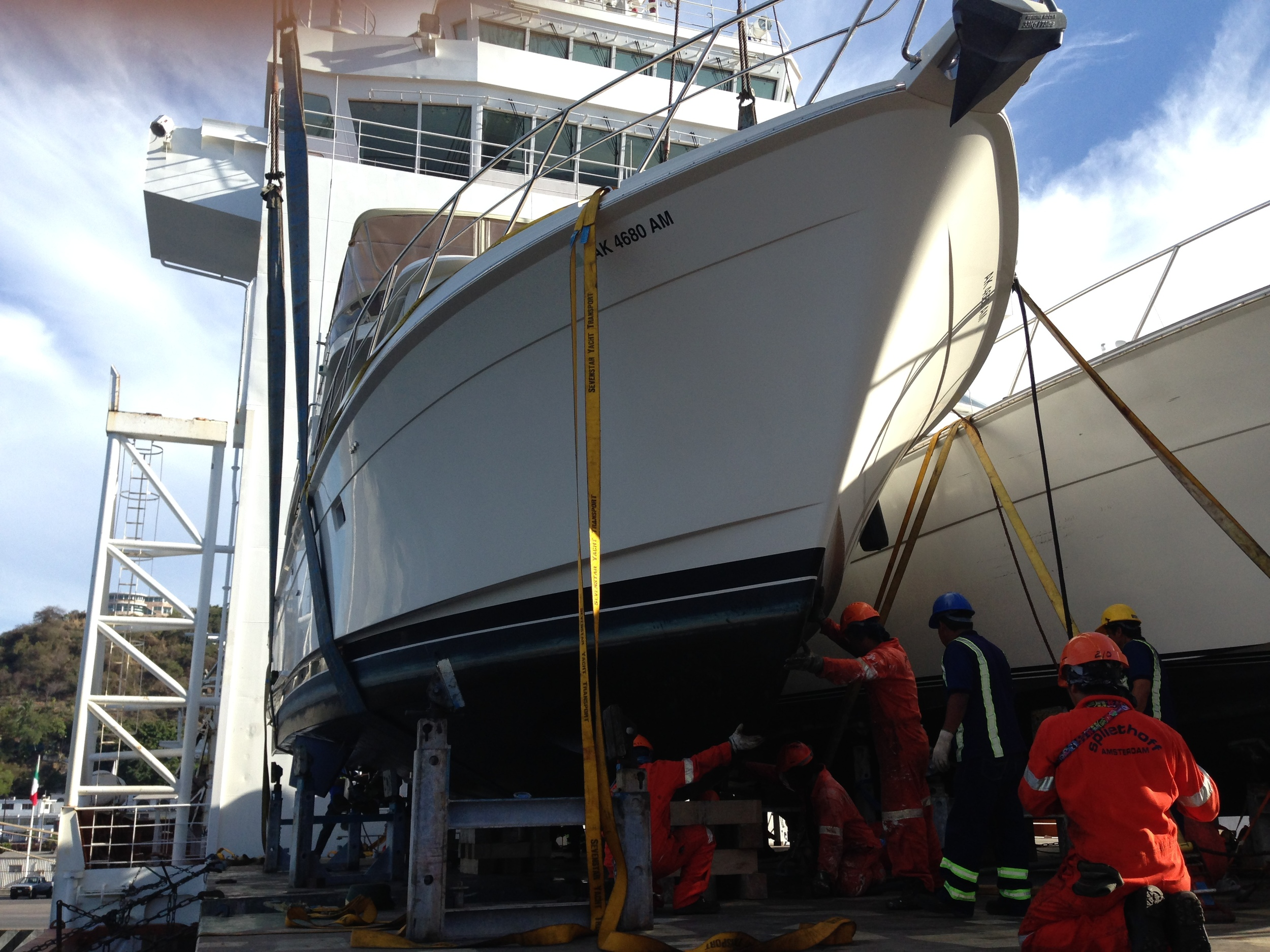 Loading an Offshore 55' in Manzanillo to head to Alaska