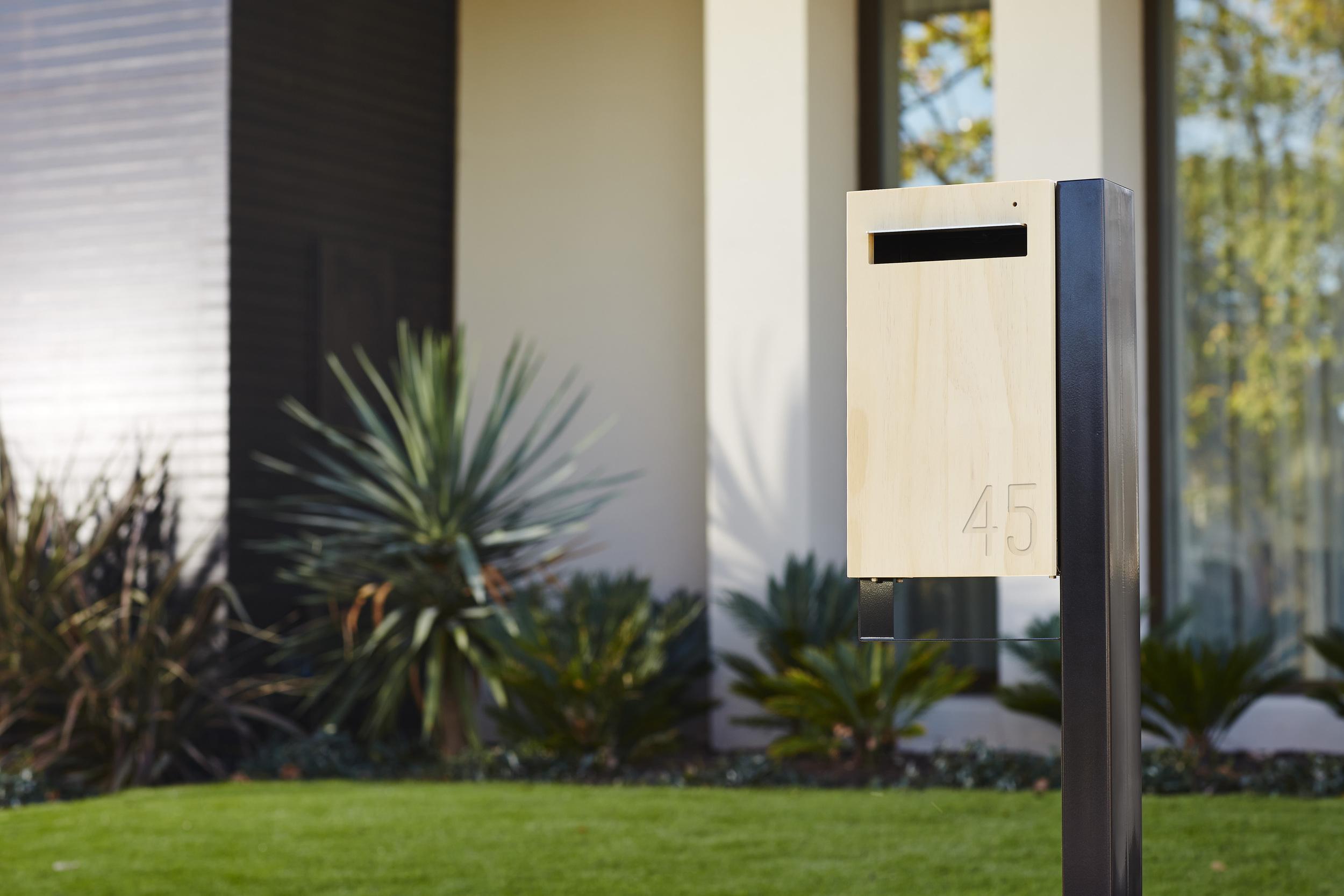 Javi - Post Mount Letter Box
