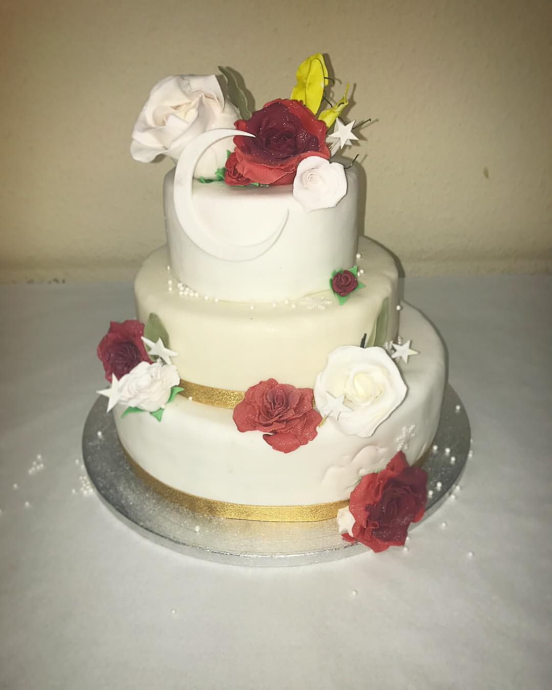 English & Indian Fusion Wedding Cake.