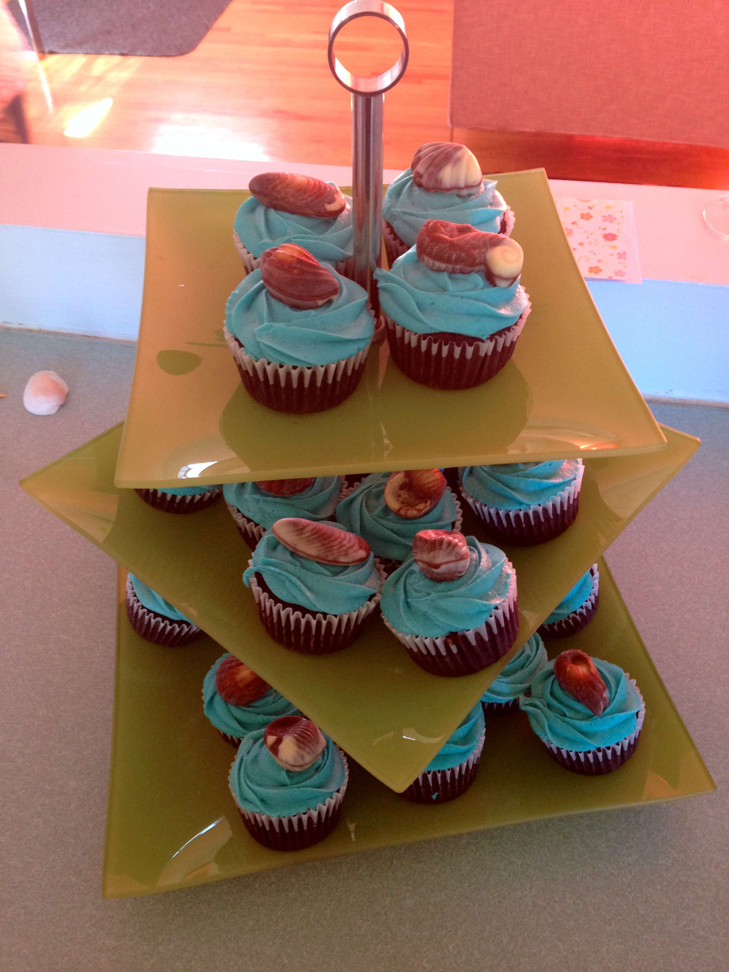I enrolled some baking friends for these yummy gluten-free cupcakes!