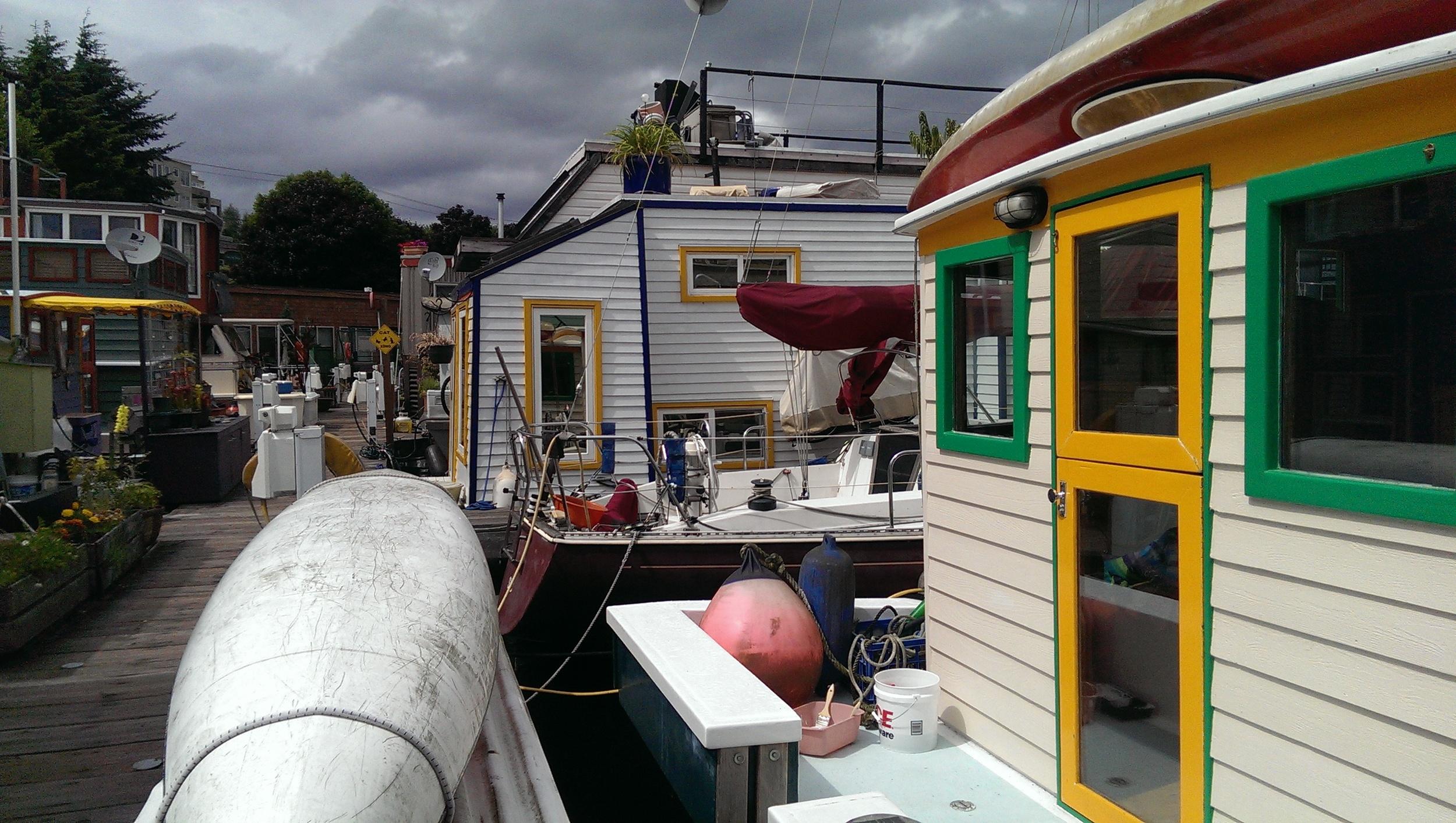 27 - Happy Houseboats