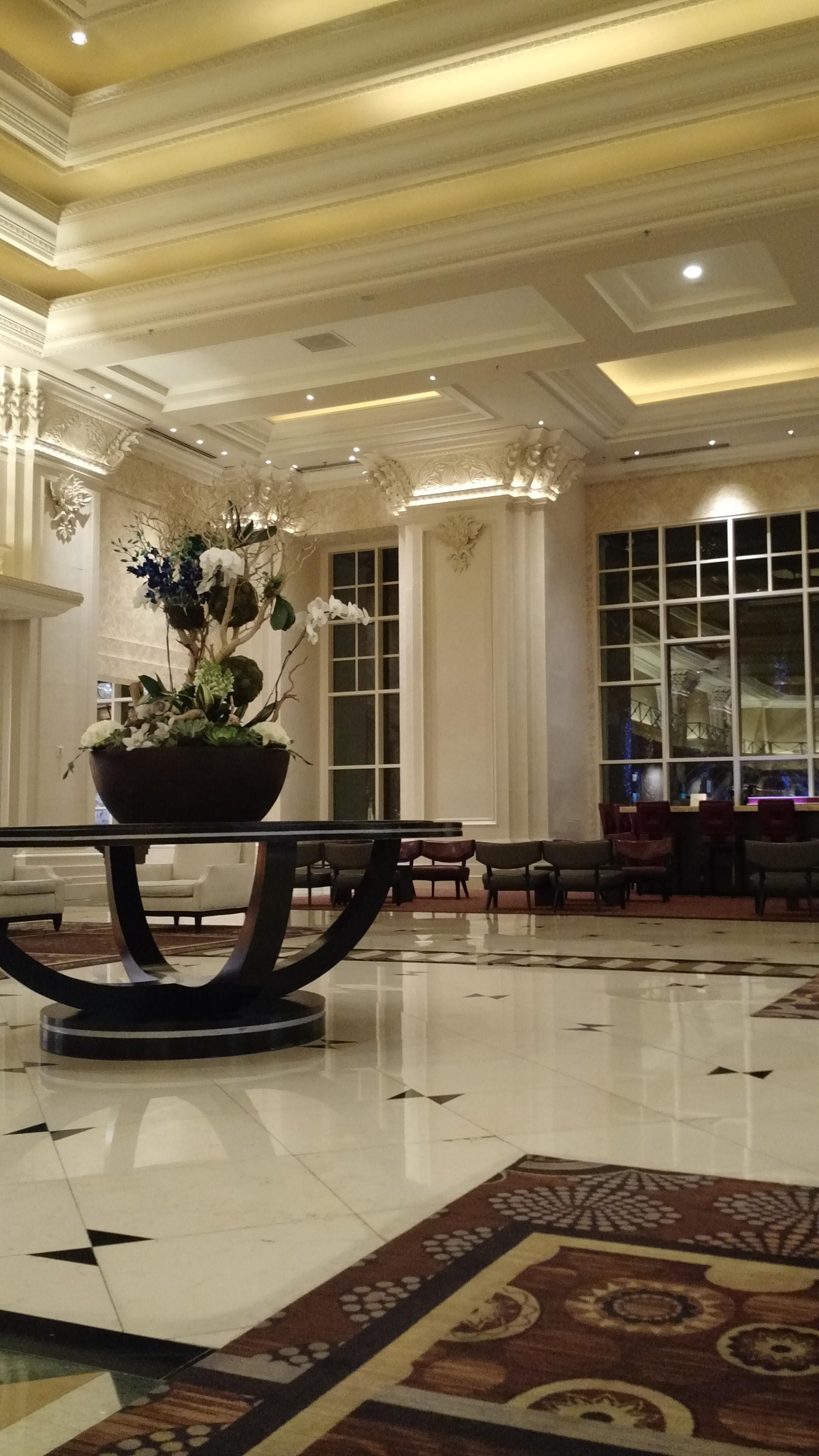 DAY 0 MANDALAY BAY HOTEL LOBBY