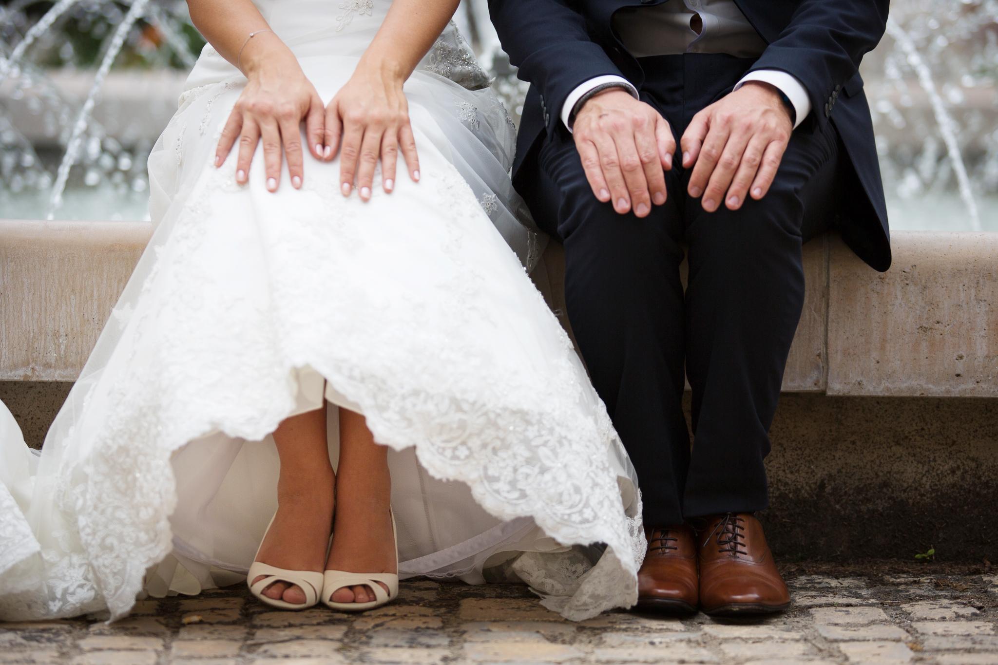 Le marié et la mariée assis