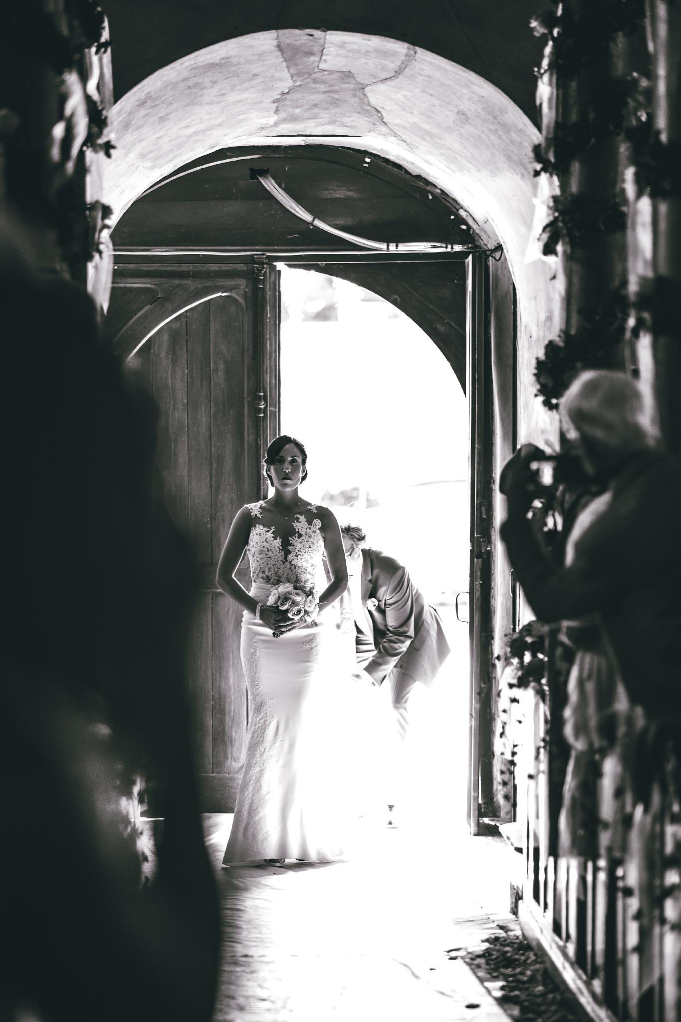 Mariée entrant à l'église
