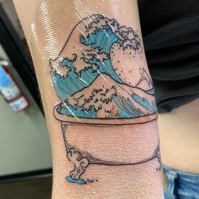 Hokusai's wave in a bathtub. Thank you Hayley!🌊🛁