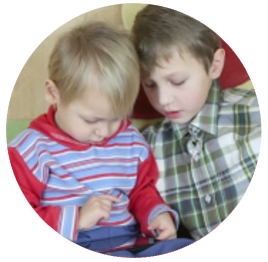 boys-with-tablet2