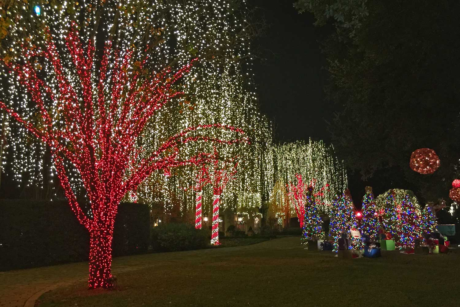 The showstopper of the night &the must see on the tour is this impressive display on Druid Lane in University Park. You will probably want to park and get out to see this one up close and personal like everyone else. Wow.