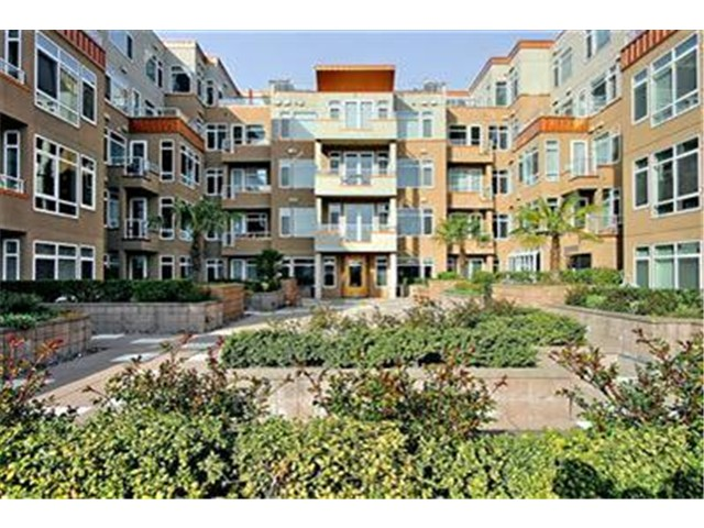 Alaskan Way, Seattle   Sold for $615,000    Represented the Seller   2 BD | 1.75 BA | 18 DOM