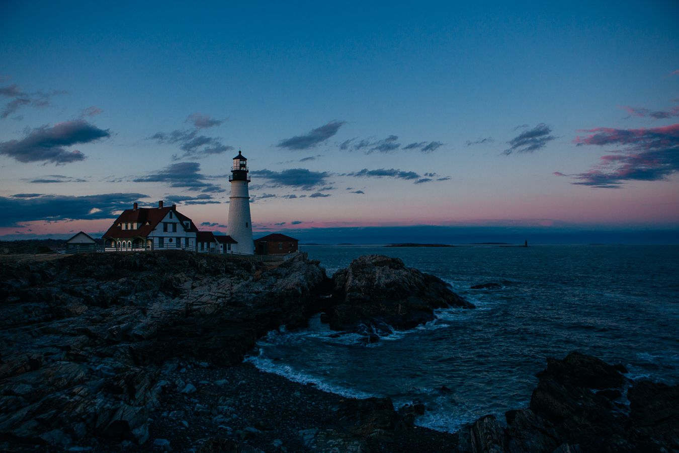 I made it to Portland and rushed to this famous lighthouse, but was 10 min late to watch the sun set. I still got to see this beautiful colorshow though!