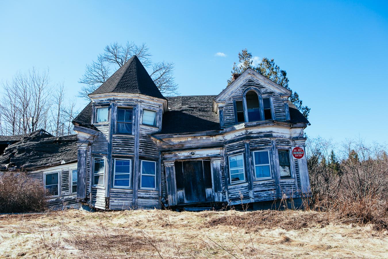 This would be a great horror film set. Imagine a full mooned night, a cold wind, and an axe yielding psycho chasing you...AHHHHHH!