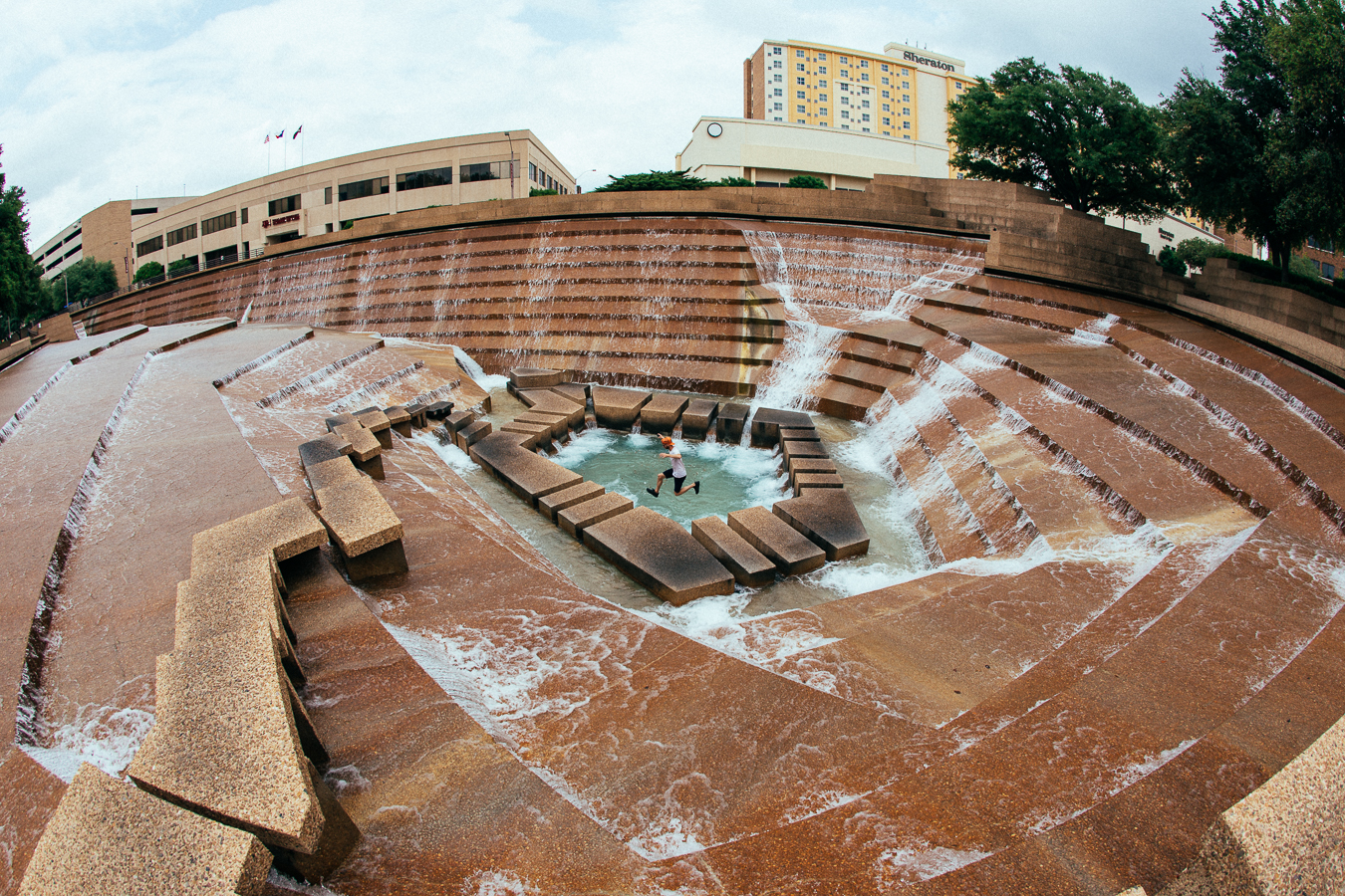It was getting hot, so I rolled over to the Fort Worth Water Gardens. This place is so cool!