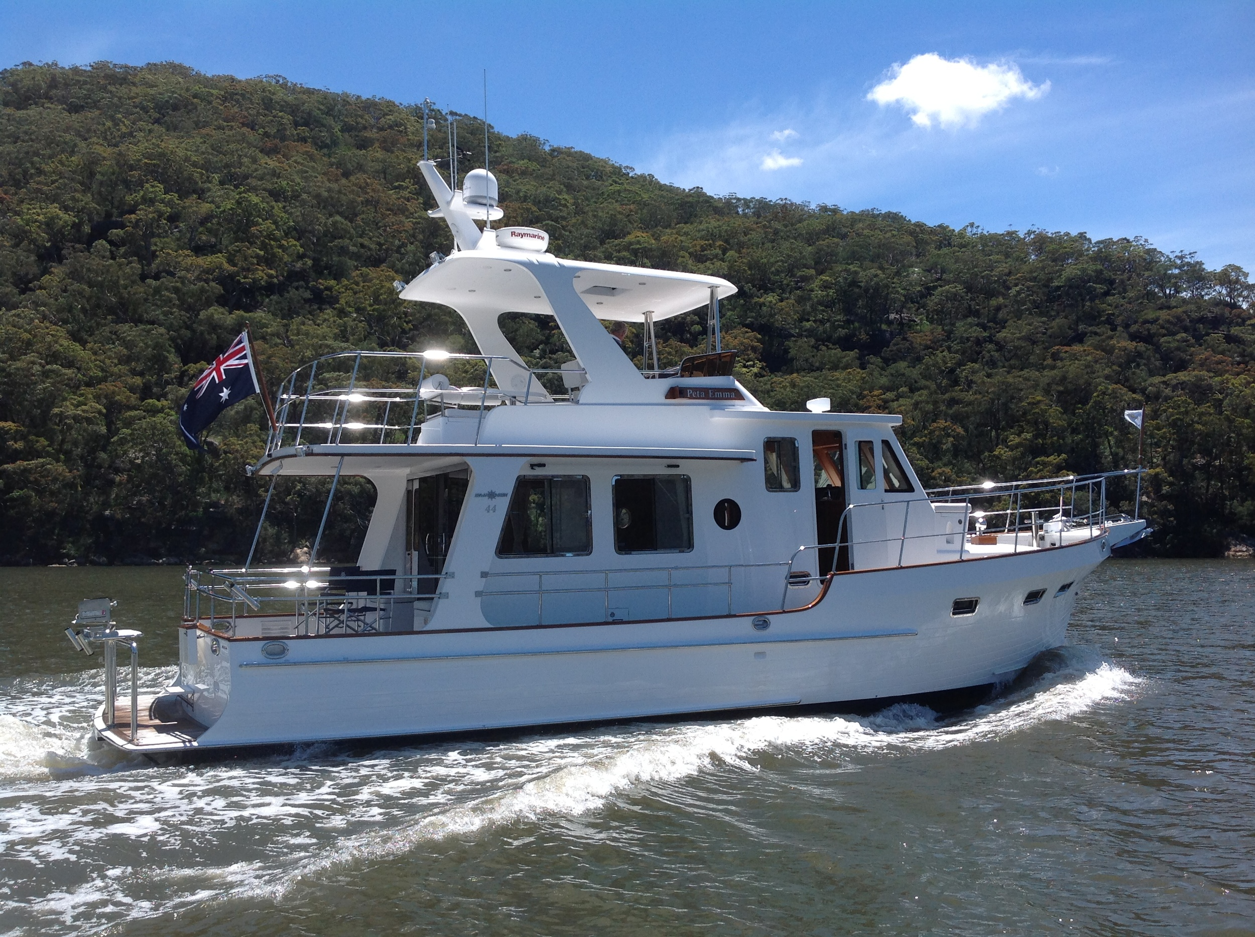 Cruising up the beautiful Hawkesbury River on the Australian East Coast