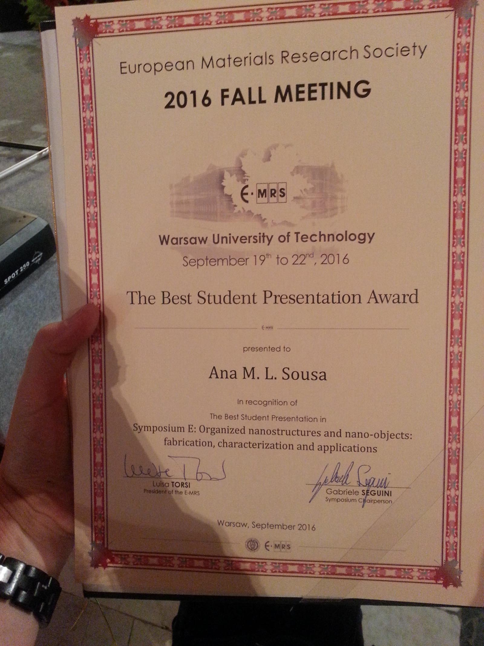 Ana wins best presentation award at e-mrs.