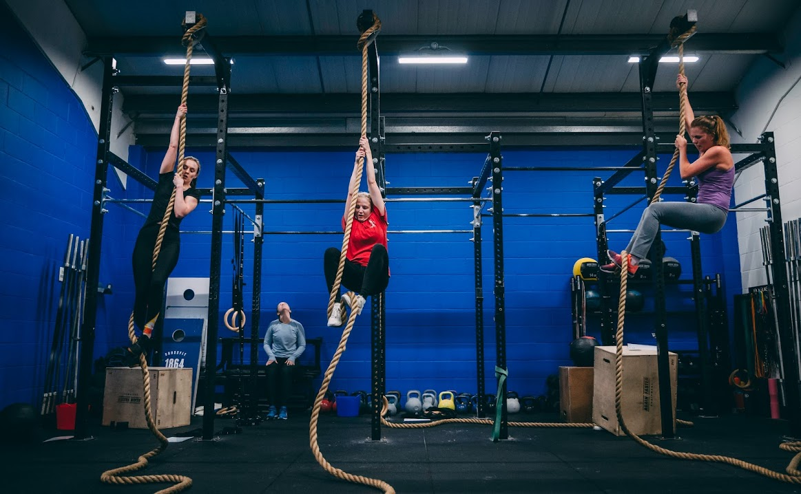 ladies-ropeclimb-crossfit.jpg