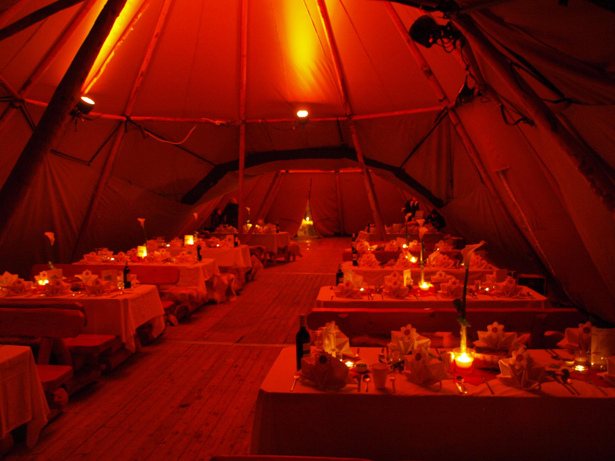 Tipi Zelte im Hüttendorf